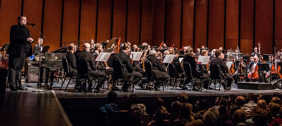 Mark Turner welcomes audience to the Saskatoon Symphony Orchestra